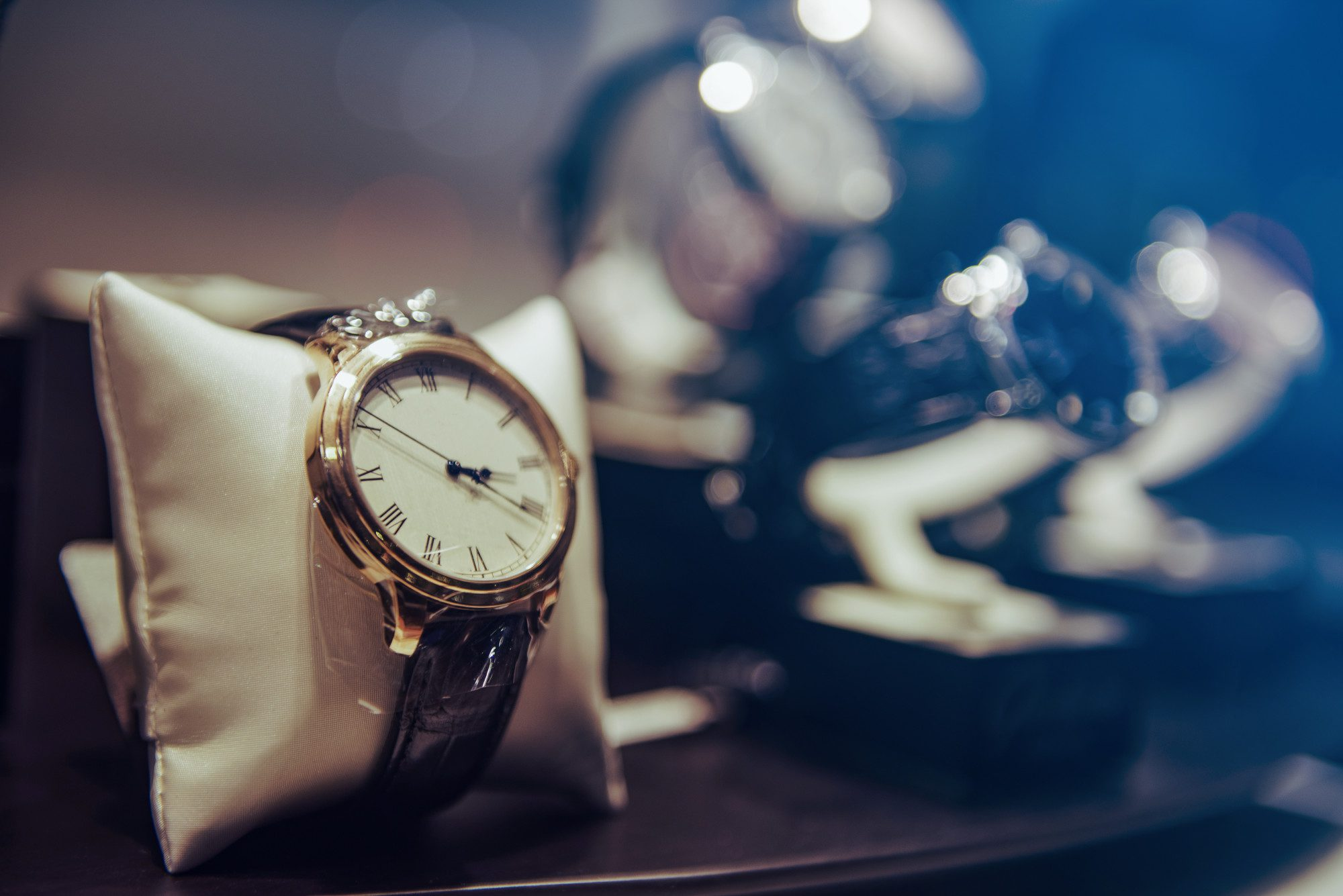 Top Ways to Turn Unwanted Jewellery and Watches Into Cash Today