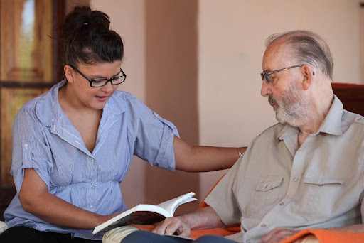 5 Benefits of Using Companion Services to Aid Your Elderly Parents